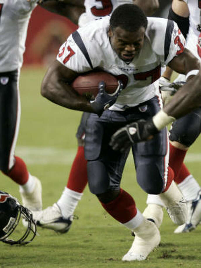 Texans running back Darius Walker (37) lost more than his helmet before the regular season. Just a few days shy of his first training camp, Walker was waived by the Texans, but rejoined the team seven days later after running back Chris Taylor suffered a season-ending knee injury.. Photo: Brett Coomer, Houston Chronicle