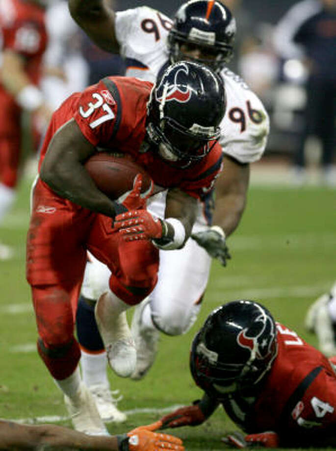 Texans running back Darius Walker (37) has stepped up from the practice squad in recent games after an injury ended starting running back Ahman Green's season. Photo: Thomas B. Shea, Getty Images