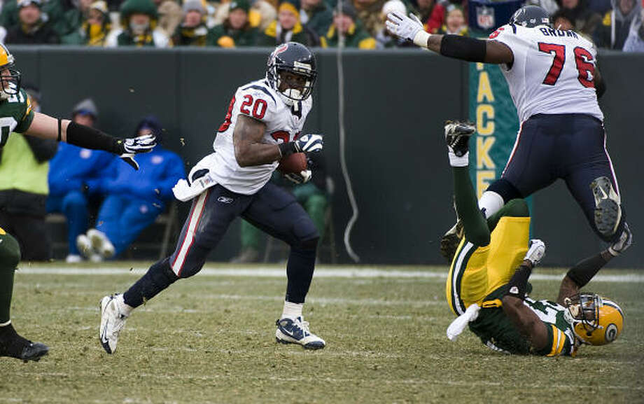 The maturation of rookies Steve Slaton and Duane Brown (76) has been one of the factors in the improvement of the Texans' offense as the season has progressed. Photo: Smiley N. Pool, Chronicle