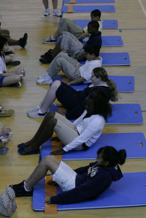 Students work out at Killough Middle School. Researchers found that higher levels of fitness are associated with better academic performance Photo: Eric Kayne, Chronicle