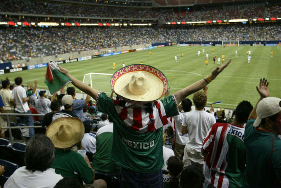In 2005 and 2007, Reliant had the highest average attendance among U.S. venues for the Gold Cup. Photo: MAYRA BELTRAN, Chronicle