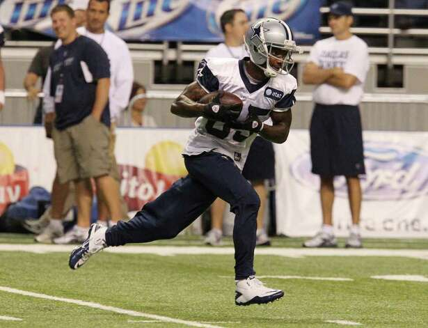 Receiver Kevin Ogletree runs upfield with the ball after a catch during the afternoon session of the Dallas Cowboys training camp at the Alamodome on Friday, July 29, 2011. Kin Man Hui/kmhui@express-news.net Photo: KIN MAN HUI, : / SAN ANTONIO EXPRESS-NEWS