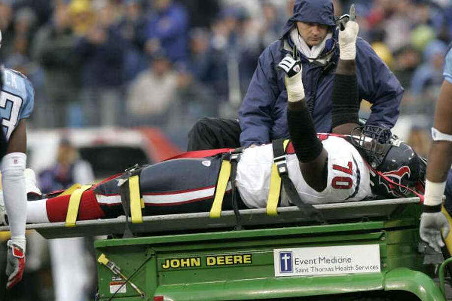 An broken leg in a 28-20 loss to the Titans ended Fred Weary's season in 2007. Photo: Brett Coomer, Chronicle