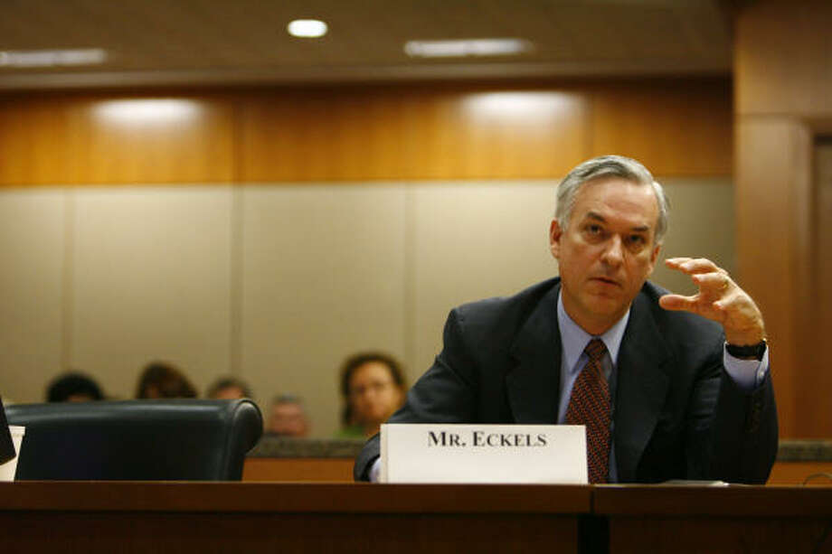 Harris County Judge Robert Eckels is considering resigning his office and moving to the private sector. Photo: Nick De La Torre, CHRONICLE File