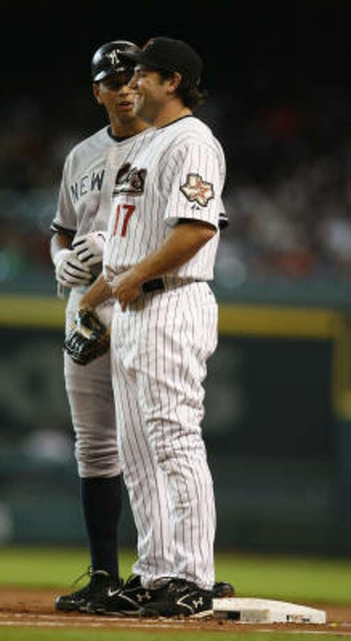 Lance Berkman chats with Yankees slugger Alex Rodriguez during the first inning. Photo: Karen Warren, Chronicle