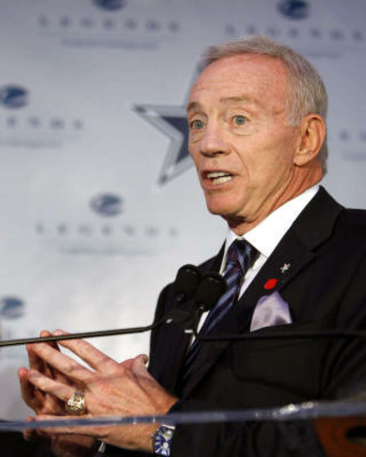 Jerry Jones said he did not mean to question the toughness of running back Marion Barber. Photo: Jason DeCrow, AP