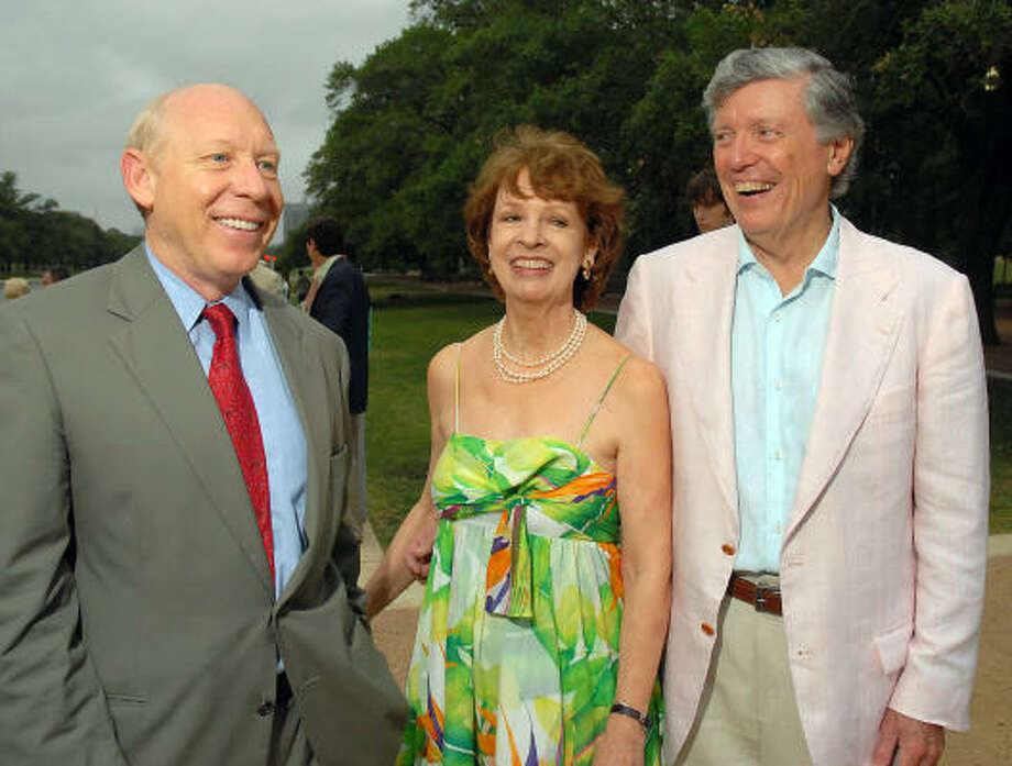 "Mayor Bill White, left, Sandy and Lee Godfrey visit during ""An Evening in the Park"" benefiting the Hermann Park Conservancy. Photo: Dave Rossman, For The Chronicle"