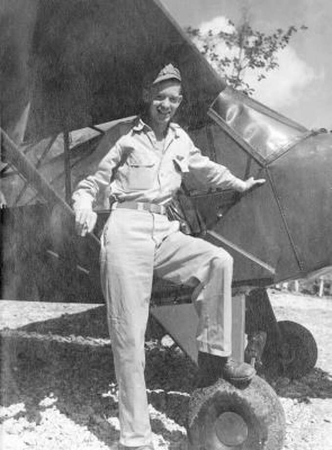 Eugene J. Mincks, WW II aviator guided artillery from ...