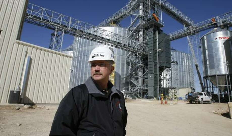 Panda Ethanol's Mike Delcambre says the Dallas firm will power its new ethanol plant in Hereford with manure supplied by the cattle raised nearby. Photo: MELISSA PHILLIP, CHRONICLE