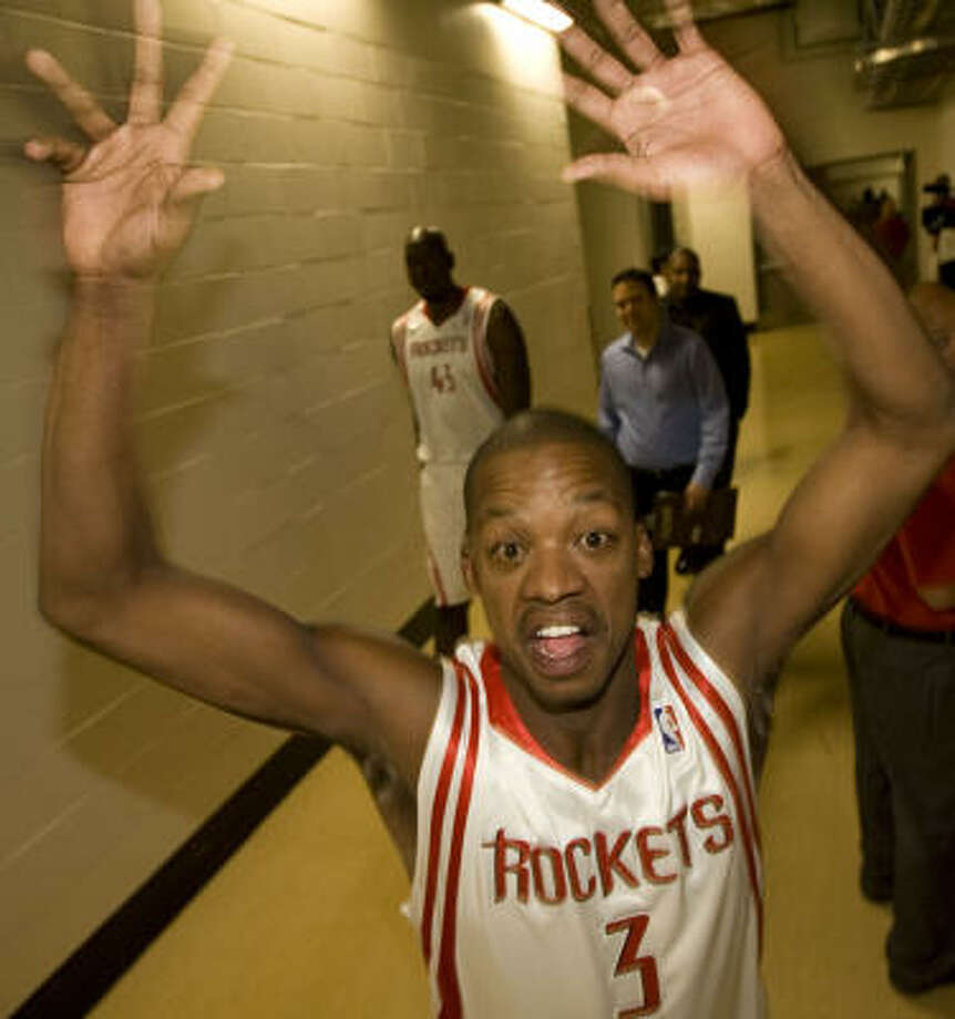 Steve Francis, playing to the camera on Monday, is making progress in his recovery from knee surgery. Photo: James Nielsen, Chronicle