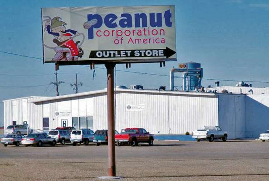FOUL FIND: Investigators found dead rodents above the food production area at this Peanut Corp. of America plant in Plainview.  Photo: Richard Porter, AP