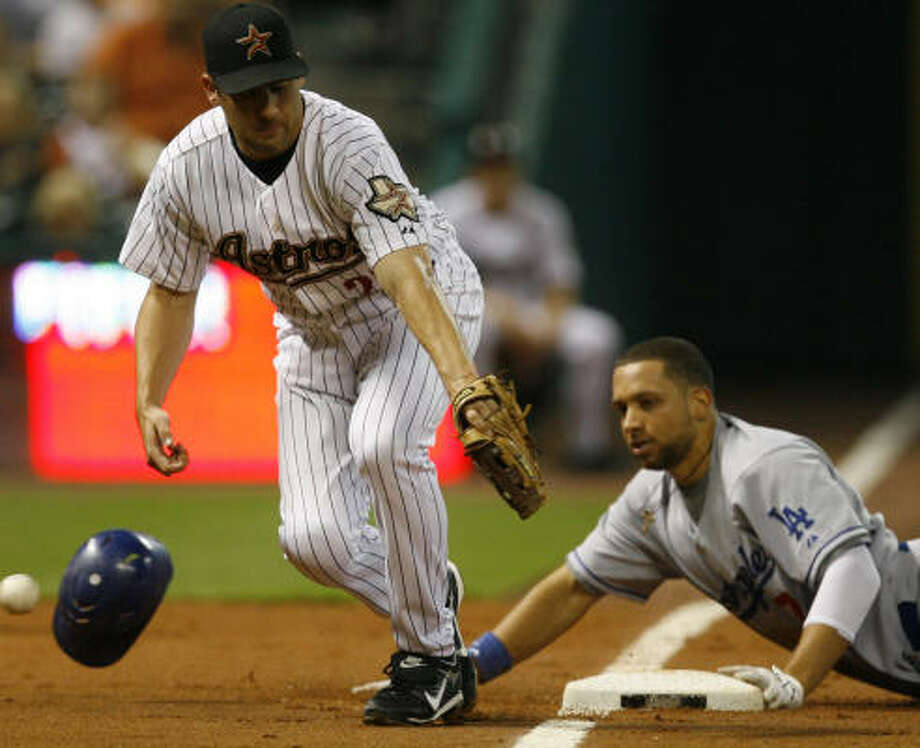 James Loney reaches third on a triple, foiling Mike Lamb of the Astros. Photo: Melissa Phillip, Chronicle