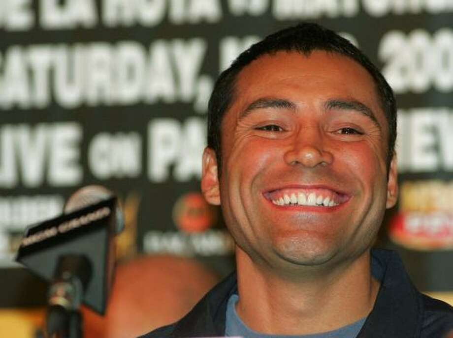 Boxer Oscar De La Hoya is part of a group close to a deal to take ownership of the Houston Dynamo. Photo: Ethan Miller, Getty Images