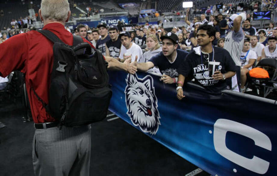 Connecticut fans shake hands with basketball legend Bill Walton at Reliant Stadium on Monday. Photo: Karen Warren, Chronicle