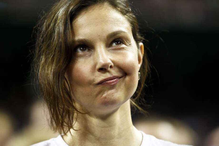 Actess Ashley Judd reacts during the final minutes of Kentucky's loss to Connecticut. Photo: Michael Paulsen, Chronicle