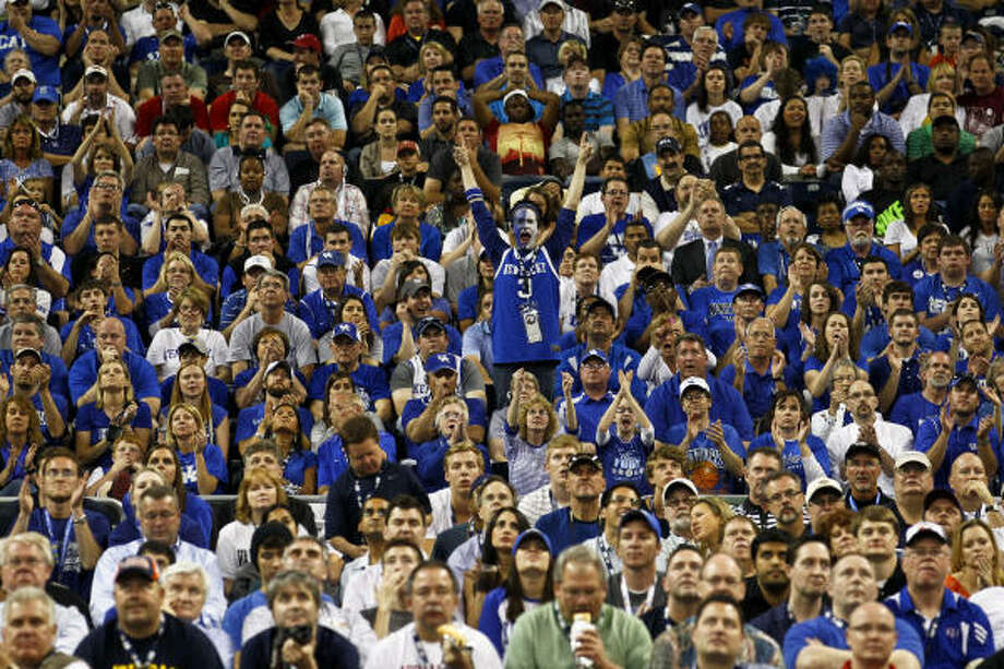 Kentucky fans watch Saturday's game. Photo: Michael Paulsen, Chronicle