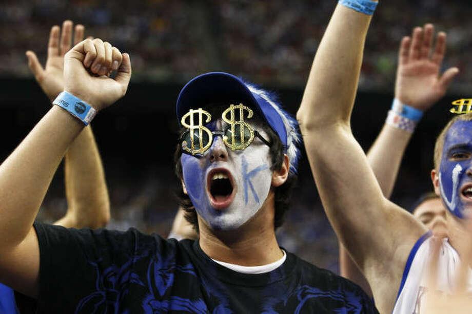Kentucky fan Sean Robinson cheers during the game. Photo: Michael Paulsen, Chronicle