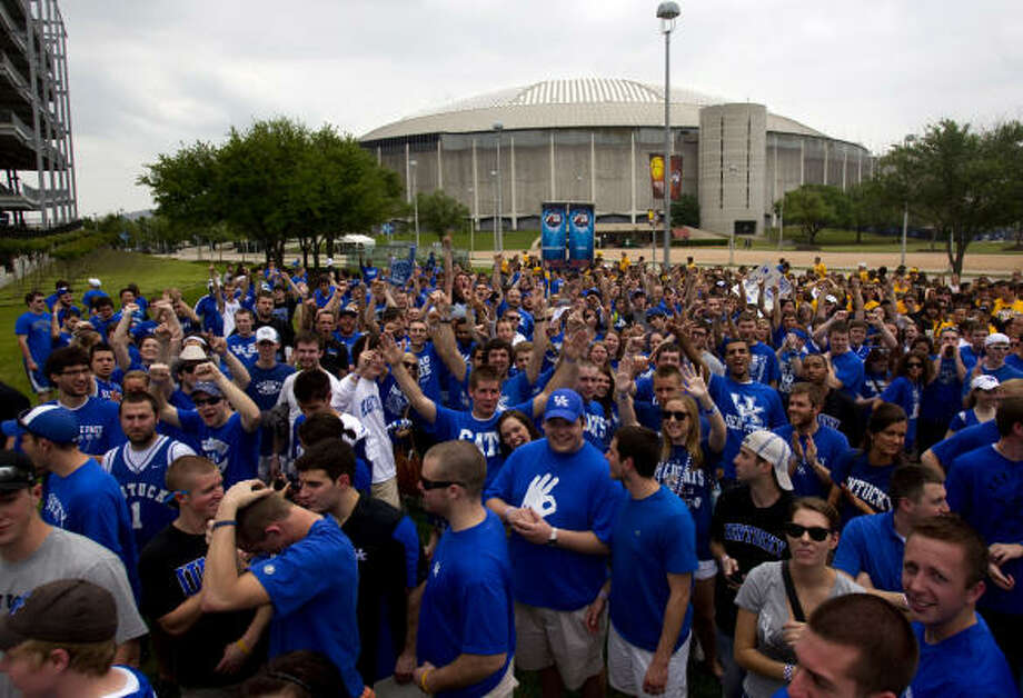 Kentucky fans wait outside Reliant Stadium before Saturday's game. Photo: Johnny Hanson, Chronicle