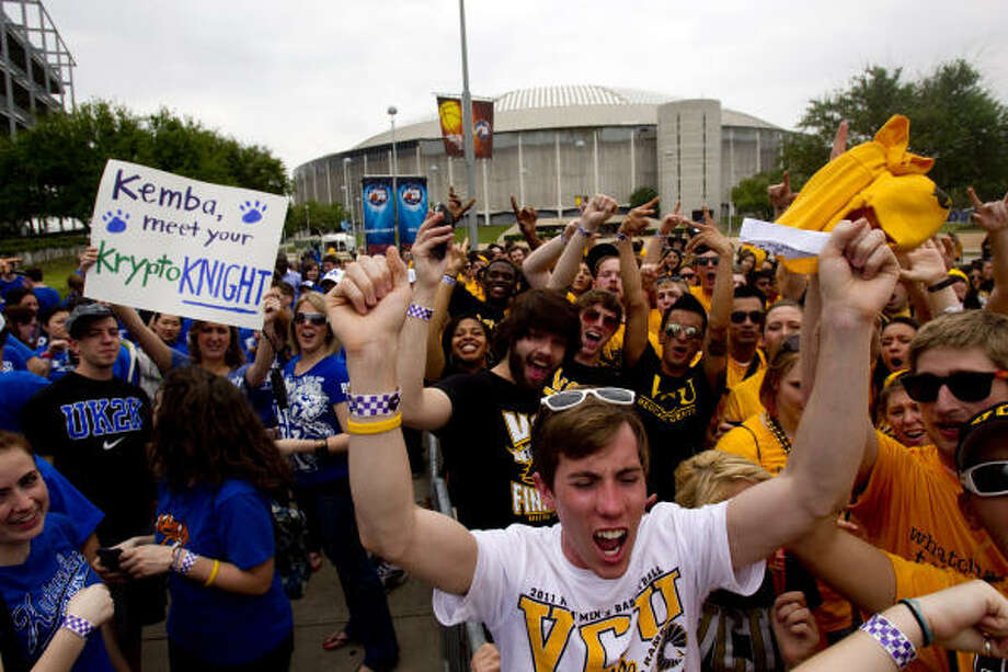 VCU and Kentucky fans wait outside Reliant Stadium before the games. Photo: Johnny Hanson, Chronicle