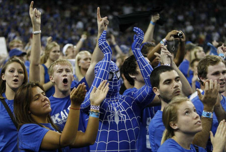 Kentucky fans cheer their team on. Photo: Nick De La Torre, Chronicle