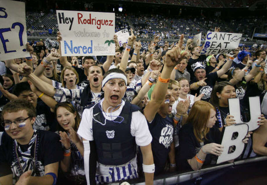 Butler fans get riled up before their team plays VCU. Photo: Nick De La Torre, Houston Chronicle