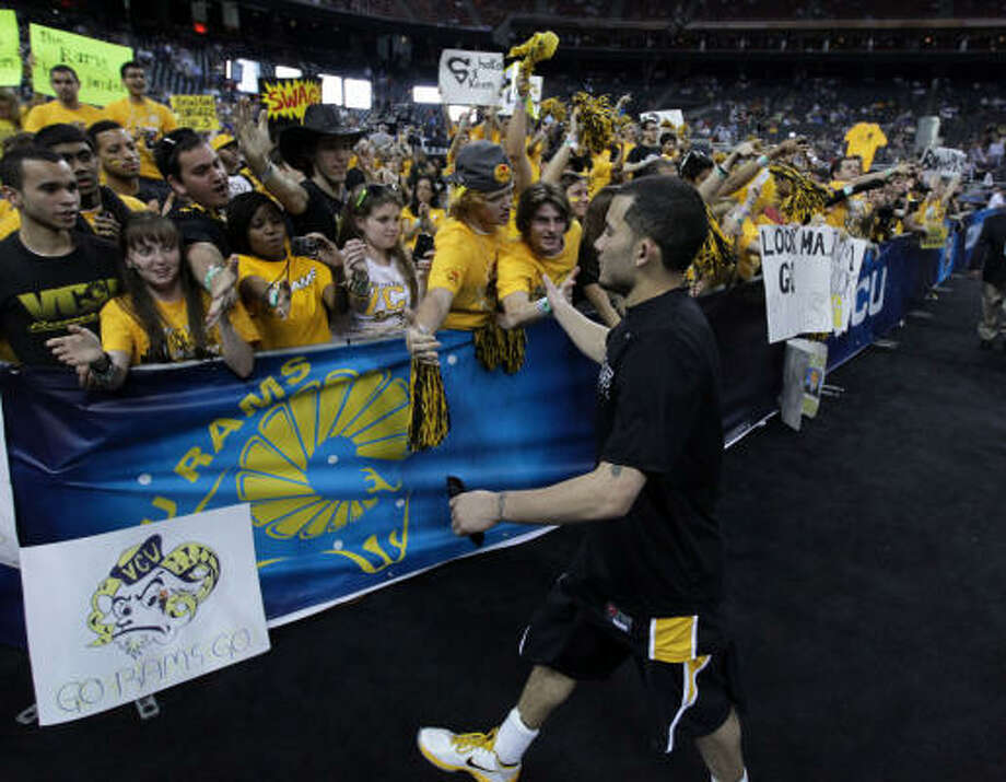 VCU fans cheer as their team take the floor for warmups. Photo: Karen Warren, Chronicle