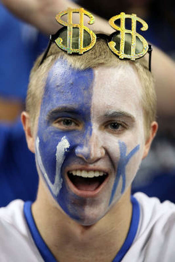 A Kentucky Wildcats fan cheers before the National Semifinal game against the Connecticut Huskies. Photo: Andy Lyons, Getty Images