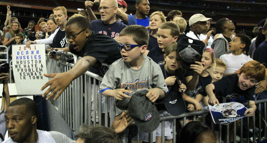 Young fans call out for autographs as Butler leaves the court following the Bulldogs' practice. Photo: Brett Coomer, Houston Chronicle