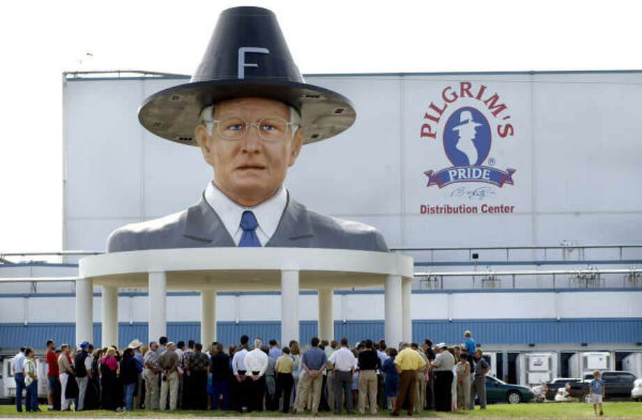 A group gathers under the 40-foot-tall bust of Bo Pilgrim for the dedication of a distribution center in 2002. Photo: Kevin Green, Longview News-Journal