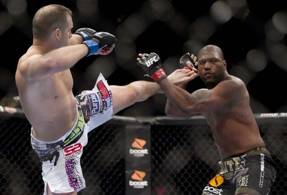 Matt Hamill throws a kick against Quinton Jackson in the main fight of the night. Photo: Julie Jacobson, Associated Press