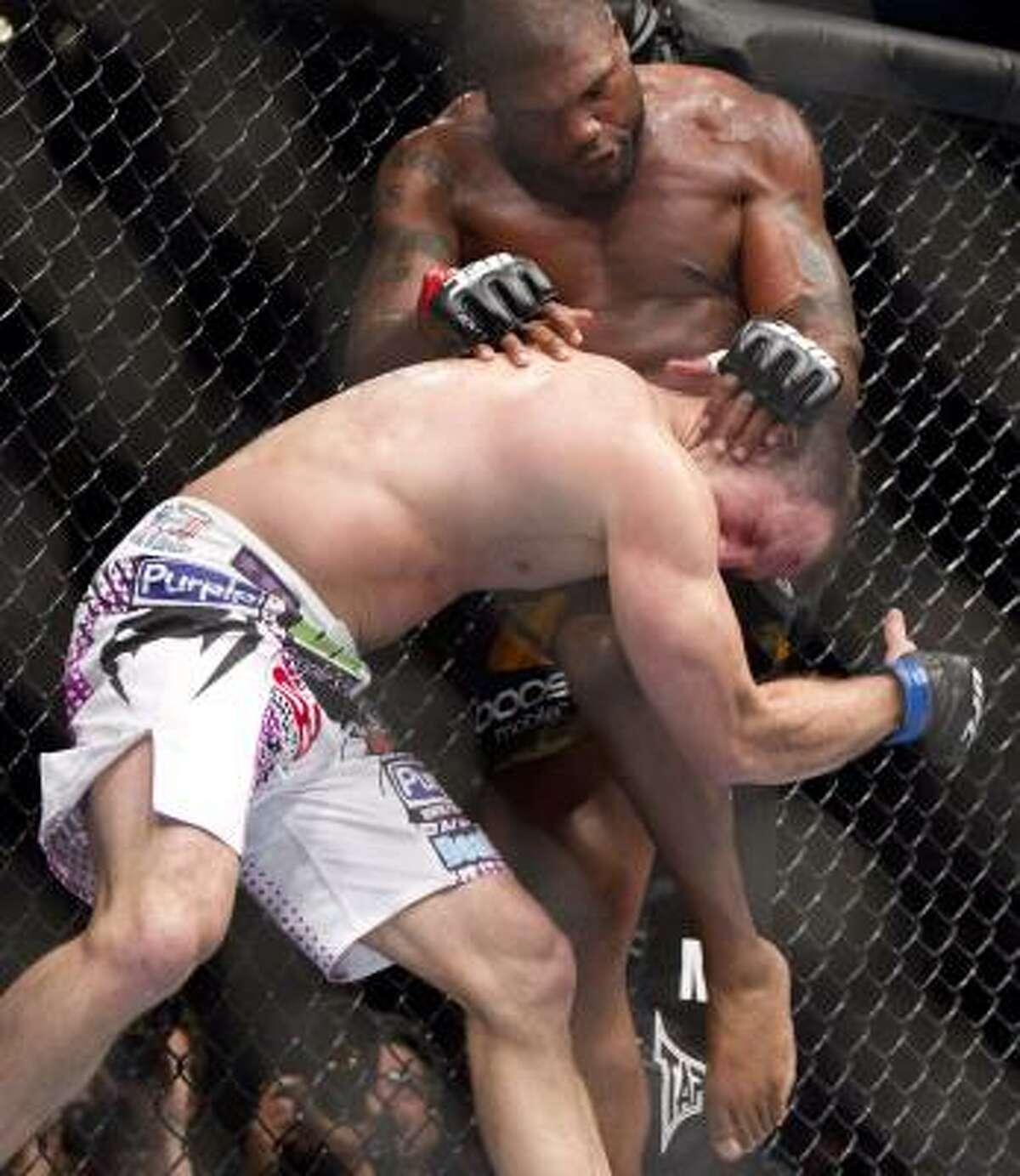 Quinton Jackson knees Matt Hamill in the third round.
