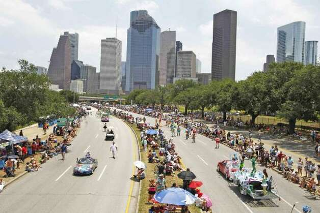 The 2011 Houston Art Car Parade gets rolling Sunday afternoon on Allen Parkway. Houston's is one of two official art car parades in the United States. Photo: Nick De La Torre, Houston Chronicle / HC