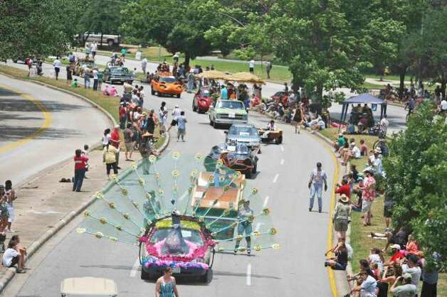 """Percy Peacock,"" created by a home-school co-op, was vehicle No. 2 in the parade. Photo: Nick De La Torre, Houston Chronicle / HC"