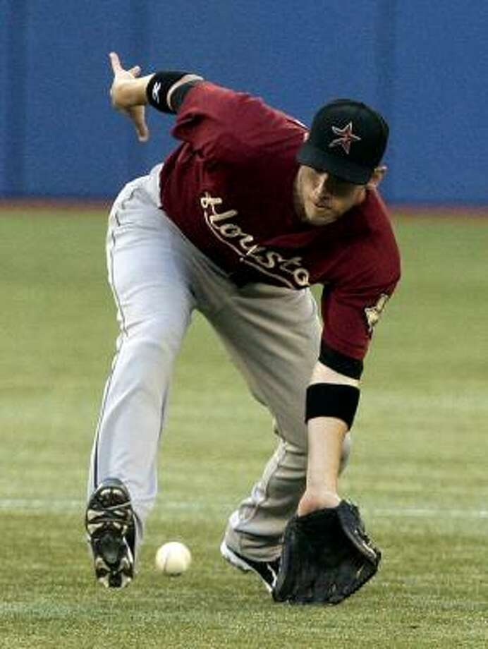Astros shortstop Clint Barmes fields a grounder. Photo: Abelimages, Getty