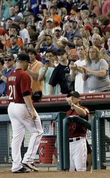 Astros starting pitcher Bud Norris receives a standing ovation as he walks off the field in the eigh