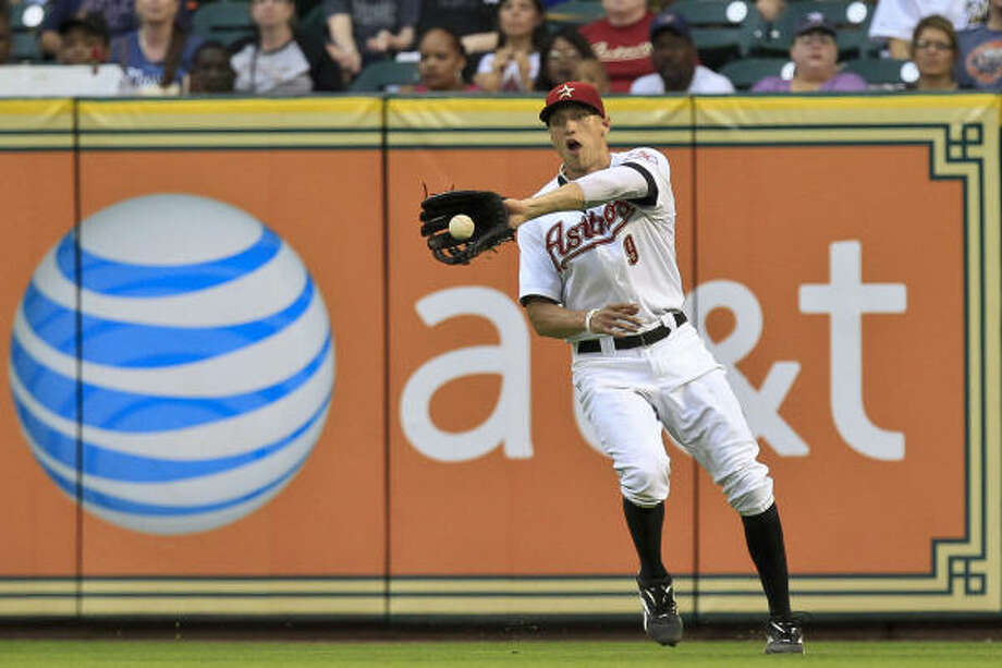 Astros right fielder Hunter Pence fields a ball during the fourth inning. Photo: Michael Paulsen, Chronicle