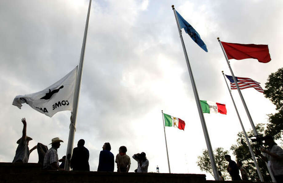 "The ""Come and Take It"" flag is hoisted during the Lone Star Monument and Historical Flag Park unveiling and dedication in Conroe on the 175th anniversary of the Republic of Texas. Photo: Karen Warren, Houston Chronicle"