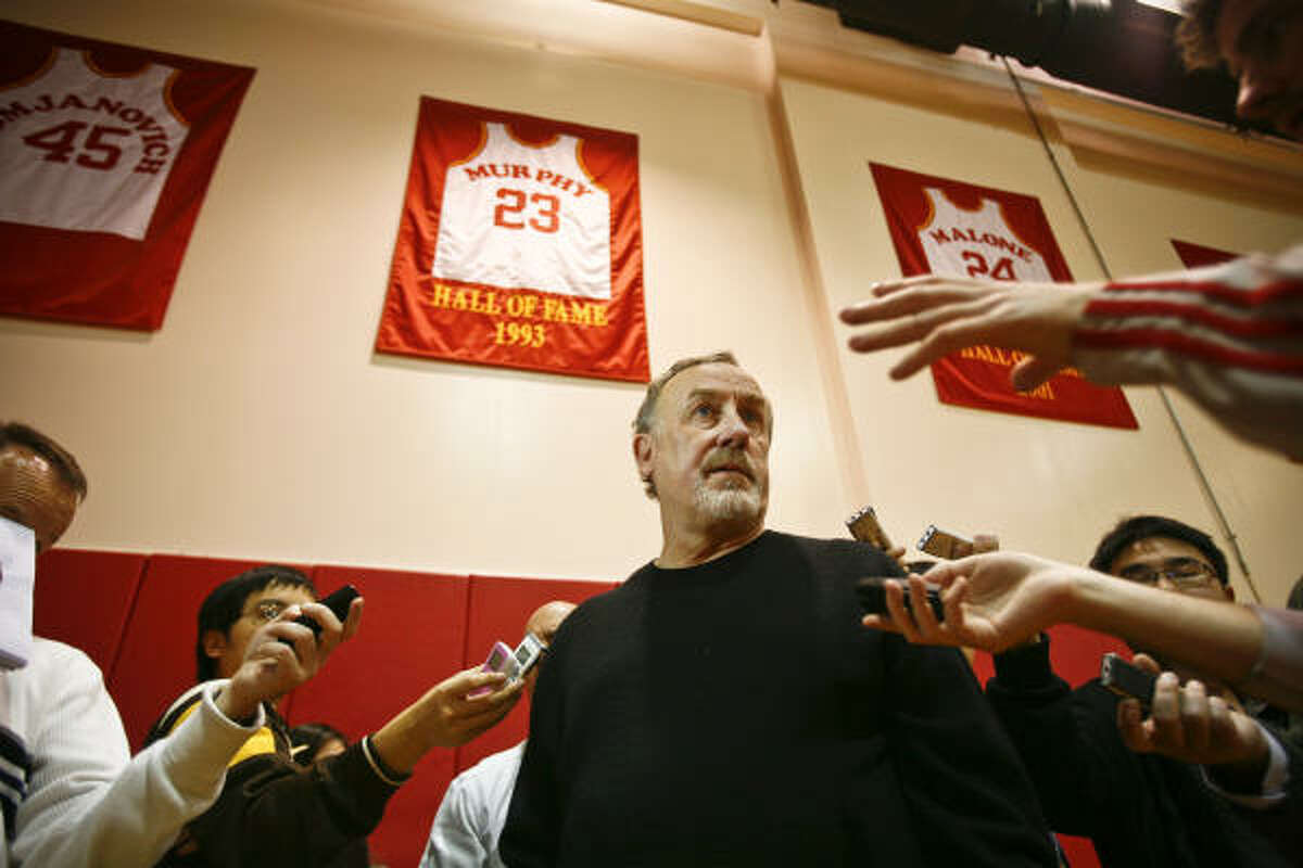 Jan. 29 - March 16, 2008 Adelman guides the Rockets to a franchise-record 22 straight wins despite the team losing Yao Ming to injury 12 games into the streak. It's the second-longest streak in NBA history.