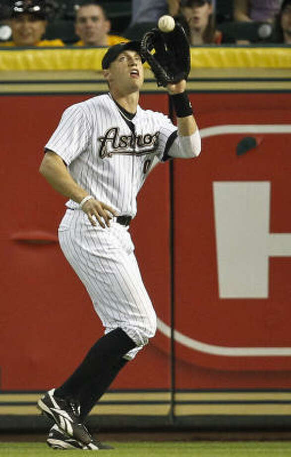Astros right fielder Hunter Pence catches a fly ball during the sixth inning. Photo: Michael Paulsen, Chronicle