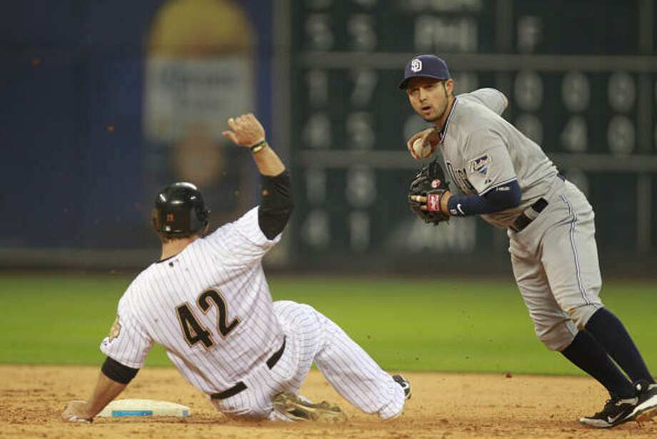 Astros Bret Wallace is tagged out by San Diego Padres Orlando Hudson in the bottom of the 9th inning. Photo: Mayra Beltran, Houston Chronicle