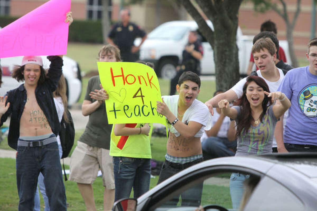 Students outside Cinco Ranch High