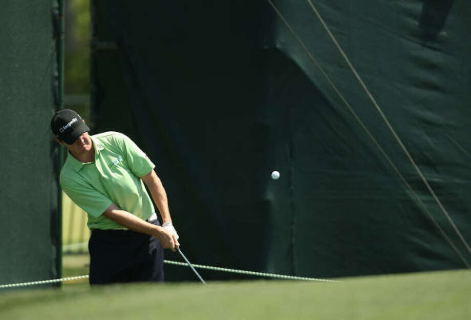 Jimmy Walker pitches onto the No. 17 green during the second round. Photo: ERIC CHRISTIAN SMITH, For The Chronicle