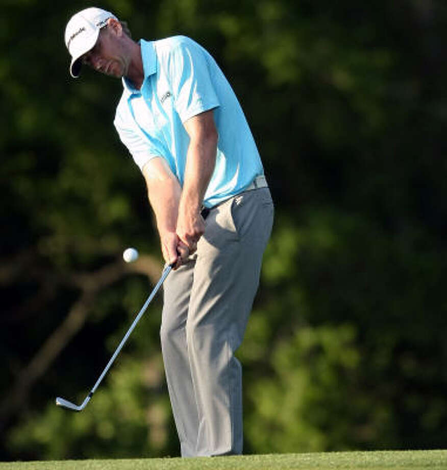 Vaughn Taylor chips onto the No. 9 green. Photo: ERIC CHRISTIAN SMITH, For The Chronicle