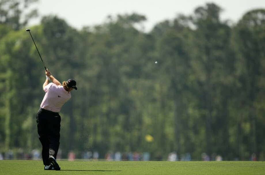 Ernie Els hits his approach shot on No. 4. Photo: ERIC CHRISTIAN SMITH, For The Chronicle