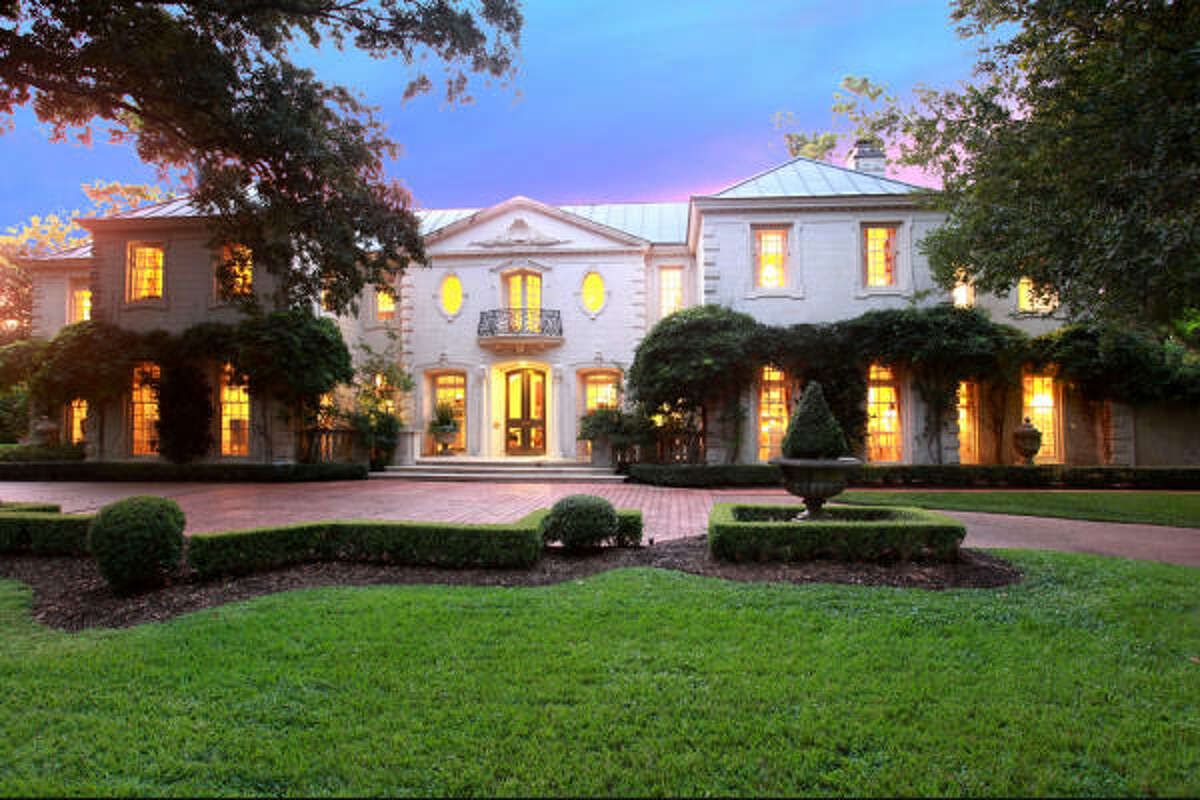 3734 Willowick Rd, $8,900,000 John Daugherty, Realtors Agent: Claire Wilkins 713-626-3930 Main