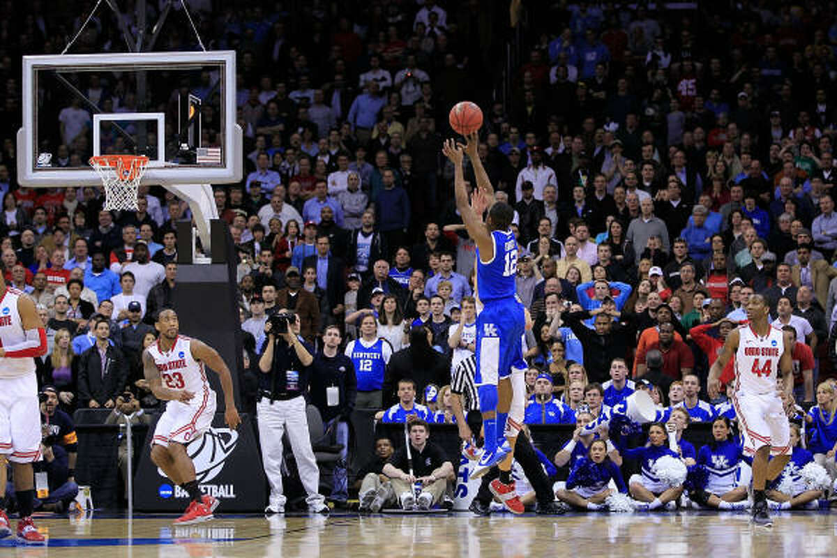 Brandon Knight of the Kentucky Wildcats shoots the winning shot to defeat the Ohio State Buckeyes 62-60 in the east regional semifinal. The Wildcats face North Carolina for a spot in the Final Four.