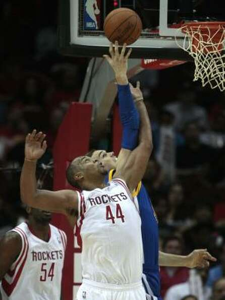Rockets center Chuck Hayes (44) defends against Warriors forward Lou Amundson (19).