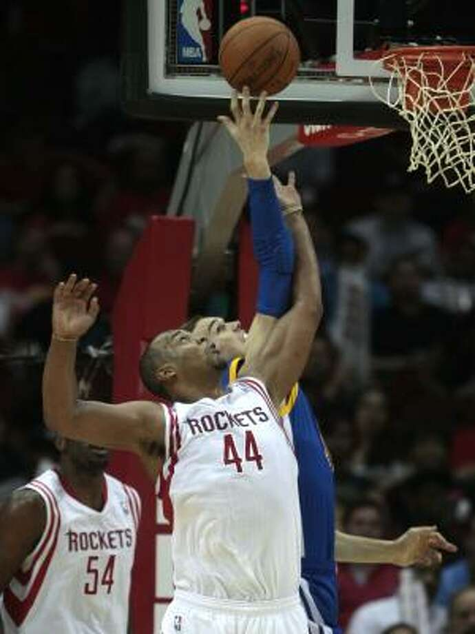 Rockets center Chuck Hayes (44) defends against Warriors forward Lou Amundson (19). Photo: Billy Smith II, Chronicle