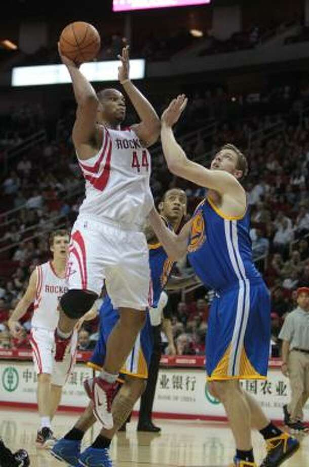 Rockets center Chuck Hayes (44) throws up a shot over Warriors forward David Lee. Photo: Billy Smith II, Chronicle
