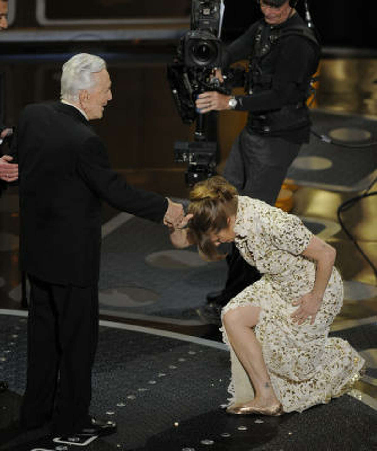 Melissa Leo bows to Kirk Douglass as she accepts the Oscar for best actress in a supporting role.